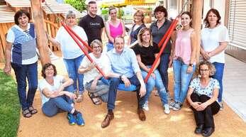 Das Team der »Mühlbachhopser« mit Geschäftsführer Thomas Hauser (Mitte, auf der Schaukel) sieht das beginnende Kindergartenjahr als Neuanfang.