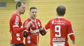 Weil unter anderem Sven Muckle (links) und Stefan Konprecht (Mitte) ihre Karriere beendet haben und es zumindest vorerst keinen Bundesliga-Faustball mehr in Offenburg gibt, schließt sich Weltmeister Oliver Späth (rechts) für die Hallenrunde dem TV Käfertal an.