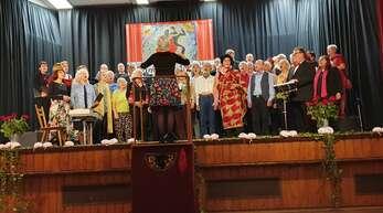 Beim Liedernachmittag in der Ortenberger Schlossberghalle zeigten sich nicht nur die Sänger auf der Bühne stimmgewaltig.
