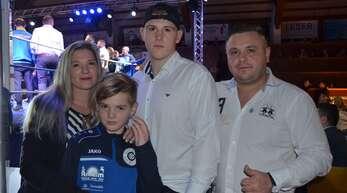 Natascha und Alexander Herbertshagen stehen voll hinter den sportlichen Ambitionen ihrer Söhne Sascha, 16 Jahre alt, und Lukas, zehn Jahre alt.