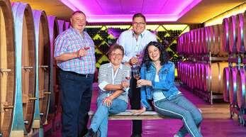 Über die Auszeichnung des Weinguts Andreas Männle mit dem Bundesehrenpreis in Bronze freuen sich Alfred, Inge, Thomas und Maria Männle (von links).