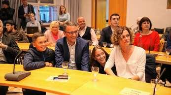 Bei dem Ergebnis strahlte Familie Ibert: Markus Ibert (Mitte) mit Sohn Moritz, Tochter Alina und Ehefrau Marion.
