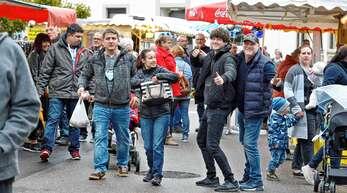Beim Rheinbischofsheimer Jahrmarkt trotzten die zahlreichen Besucher am Sonntag dem regenreichen Herbstwetter.