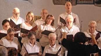 Aus vollen Kehlen: die Mitglieder des Rammersweierer Gesangvereins beim Benefizkonzert.