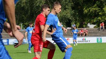 Maximilian Leist (l.) wird nach einer Hand-OP in diesem Jahr nicht mehr für den Offenburger FV spielen.