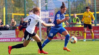 Marina Georgieva (r.), hier gegen Frankfurts Sjoeke Nüsken, feierte mit dem SC Sand den zweiten Sieg in Serie.