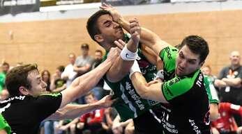 Das mit dem Auge zudrücken nahm in dieser Szene der Oberkircher Dominik Groß gegen HGW-Linkshänder Strahinja Vucetic allzu wörtlich.