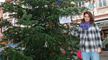 """Nachdem die Aktion so gut ankam, möchte Nicole Werner auch dieses Jahr einen """"Wünsch-dir-was-Baum"""" auf dem Sonnenplatz aufstellen."""