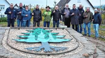 Prost! Der neue Rebhügel bei Oberschopfheim ist eingeweiht.