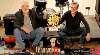 Die Macher: Claus Haberecht (links) und Alexander Neumann mit Postern aus 40 Veranstaltungs-Jahren.