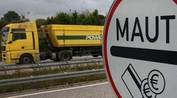 Die Grünen in Baden-Württemberg wollen die Lkw-Maut auch auf Landes- und Kommunalstraßen ausdehnen.