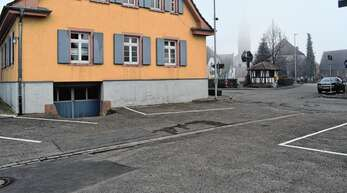 Der Parkplatz beim Schutterner Rathaus wird im kommenden Jahr saniert. Andere Vorhaben wurden erst einmal zurückgestellt.
