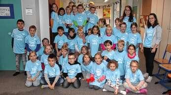 T-Shirts für die Klassen der Grundschule Weier sind dank des Fördervereins angeschafft worden.