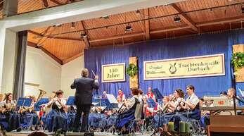 Die Musiker der Trachtenkapelle Durbach zeigten am Samstagabend große Spielfreude bei ihrem Adventskonzert in der Halle am Durbach in Ebersweier.