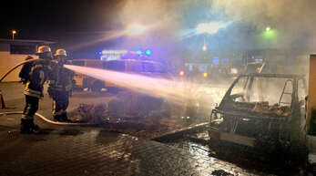 Beim Briefzentrum der Deutschen Post am alten Güterbahnhof hat die Feuerwehr Offenburg am vergangenen Wochenende drei Elektrofahrzeuge gelöscht. Der Einsatz dauerte länger, als das normalerweise der Fall ist.