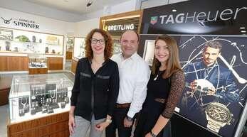 Ihre Ansprechpartner rund um Schmuck und Uhren: Ingrid, Manfred und Annika Spinner.