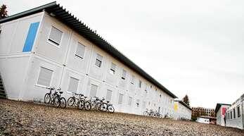 Vor der Flüchtlingsunterkunft Am Sägeteich in Offenburg soll ein Flüchtling aus Gambia am 2. Juli einen Mann mit einer Machete angegriffen haben. Nun muss er sich wegen versuchten Totschlags vor Gericht verantworten.