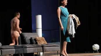 """Szene aus """"Der rechte Auserwählte"""": Für Gastgeberin Melanie (Sina-Maria Gerhardt) verläuft eine Abendeinladung sehr unerfreulich."""