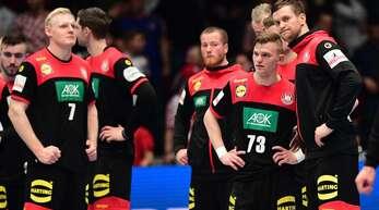 Auch wenn es schwer fällt: Die deutschen Handballer müssen sich wieder aufraffen – schon am Montag gegen Österreich.