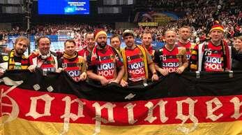 Elf Freunde, ein Hobby: Der Besuch der großen Handball-Turniere gehört für die Gruppe aus Göppingen zum Jahresprogramm.
