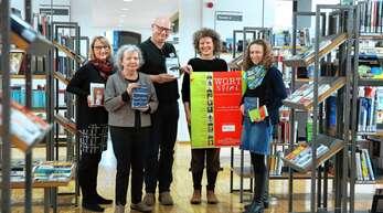 Sie präsentierten gestern das Wortspiel-Programm 2020: Sybille Scheerer (Buchhandlung Roth), Christa Peiseler (Buchhandlung Akzente), Markus Niemeier (Stadtbibliothek), Constanze Armbrecht (Volkshochschule) und Malena Kimmig (Leitung Stadtbibliothek).
