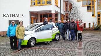 Die Ortenberger Carsharing-Initiative (von links) mit Engelbert und Monika Huck, Jonas Messmer (Stadtmobil Freiburg), Wilhelm von Ascheraden, Cordelia Schulz und weiteren Interessenten sucht noch nach Unterstützern.