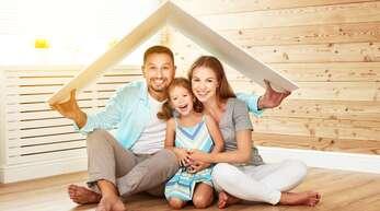 Hauskauf ist Vertrauenssache: Mit einem guten Makler kommen nicht nur Familien in die eigenen vier Wände.
