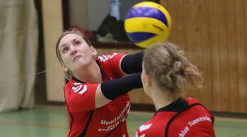 Die Kehlerinnen Sina Nuber (l.) und Stefanie Degen wollen die Chance auf Relegationsplatz zwei wahren.