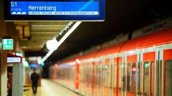 Krisenbedingt fahren immer weniger Menschen mit der Bahn – sowohl im Nah- als auch im Fernverkehr.