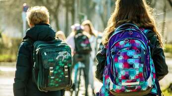 Schulen, Einzelhandel, Kontaktsperren: Bund und Länder beraten, wie es mit den Beschränkungen weitergeht.