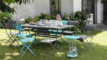 Schöne Outdoor-Möbel bringen Farbe in den Garten.