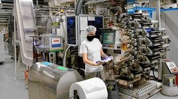 In drei Schichten und auch samstags wird bei Jaco in Kehl-Leutesheim derzeit produziert, um die hohe Nachfrage zu befriedigen. Dazu gehören auch Messlöffel, Schachteln für Teststreifen oder Tablettendosen.Fotos: Ulrich Marx