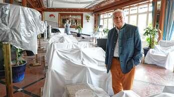 Meinrad Schmiederer nutzt die Corona-Krise für Umbauarbeiten in und an seinem Hotel Dollenberg. Am 29. Mai will er wieder öffnen, doch die Einschränkungen bei der Öffnung von Schwimmbädern machen ihm zu schaffen.