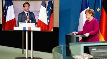 Eine gemeinsame Pressekonferenz in Corona-Zeiten: Angela Merkel und Emmanuel Macron haben am Montagabend von Berlin und Paris aus zusammen über ihre Initiative informiert.