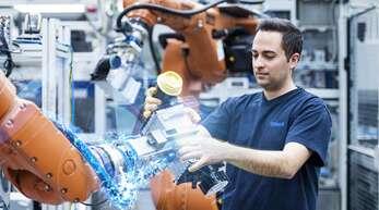 Interaktion Mensch und Maschine: Im Mai waren durchschnittlich 55 Prozent der Mahle-Mitarbeiter im Inland in Kurzarbeit. Sie ist weiterhin nötig.