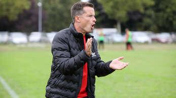 Mario Roth will mit seiner Mannschaft zumindest im Mittelfeld der Bezirksliga landen.