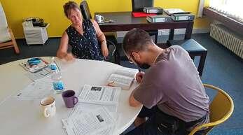 Seit Anfang Juni hat das Grundbildungszentrum Ortenau in Offenburg seine Arbeit wieder aufgenommen. Bruni Deblitz bringt hier Erwachsenen das Lesen, Schreiben und Rechnen bei. Doch die Nachfrage ist noch gering.