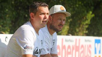 Sergej Herter (l.) und Jürgen Wippich konnten mit ihrem Team beim 4:3-Pokalsieg gegen den FV Langenwinkel sehr zufrieden sein.