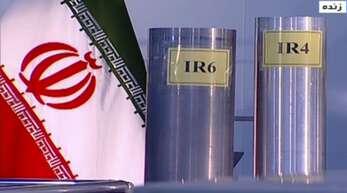 """Zentrifugen in einer iranischen Atomanlage: Der Verurteilte soll Informationen über die """"Atom- und Raketenprojekte des Landes weitergegeben haben. Er bestreitet das."""