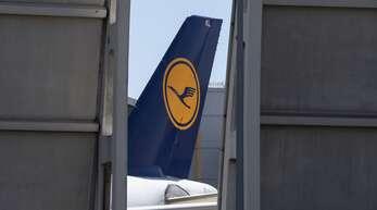 Nur sehr langsam erholt sich der Luftverkehr, daher muss die Lufthansa noch mehr sparen.