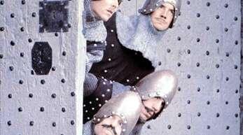 Wo ist Artus? Monika Marons Romanfiguren leiden unter dem postheroischen Zeitalter. Doch es war auch früher nicht immer leicht, ein Held zu sein – zumindest bei der britischen Komikertruppe Monty Python. Weitere interessante Neuerscheinungen finden Sie in unserer Bildergalerie.
