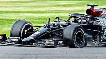 Ein geplatzter Reifen hätte beinahe noch den siebten Heimsieg von Lewis Hamilton beim Großen Preis in Silverstone verhindert.