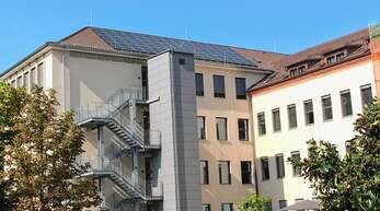 """Der Ausbau von Photovoltaikanlagen auf städtischen Gebäuden – hier die """"Monsch"""" soll vorangetrieben werden."""
