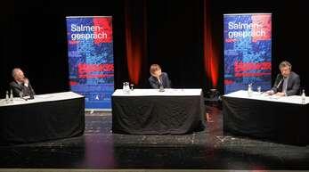 Bundestagspräsident Wolfgang Schäuble (links) und der Dresdner Autor Ingo Schulze (rechts) diskutierten im Salmengespräch über die Wiedervereinigung Deutschlands. Moderiert wurde das Gespräch von Ursula Nusser.