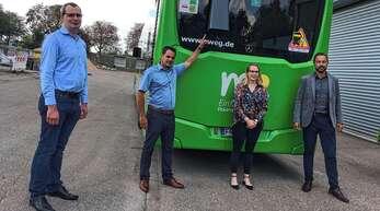 Präsentiert wurde das Pilotprojekt von Konstantin Egert (Fachbereichsleiter Busbetrieb bei der SWEG), Raphael Lehmann (TBO-Geschäftsbereichsleiter Technische Dienste und Winterdienstleiter), Saskia Pfirrmann (TBO-Abteilungsleiterin Parken, ÖPNV) und Steven Marks (Firma Lufft, von links).