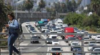 Kalifornien – im Bild der Verkehr in Los Angeles – hat ein großes Problem mit Abgasen und dreckiger Luft.