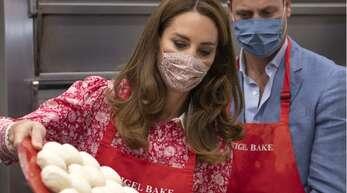 Herzogin Kate und Prinz William beim Bagel-Backen.