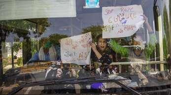 Nach der tödlichen Vergewaltigung gehen indische Frauenrechtlerinnen auf die Straße – einige von ihenn werden bei Protesten festgenommen.