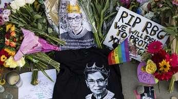 Die legendäre Verfassungsrichterin Ruth Bader Ginsburg war am Freitag im Alter von 87 Jahren gestorben.