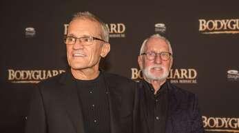 """Reid Anderson (links) und Dieter Gräfe 2017 bei der Premiere des Musicals """"Bodygard"""". Nun haben der ehemalige Stuttgarter Ballettintendant und sein Lebensgefährte und Cranko-Erbe die Gründung einer Stiftung verkündet."""